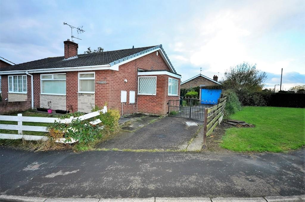 2 Bedrooms Semi Detached Bungalow for sale in Measham Drive, Stainforth, Doncaster