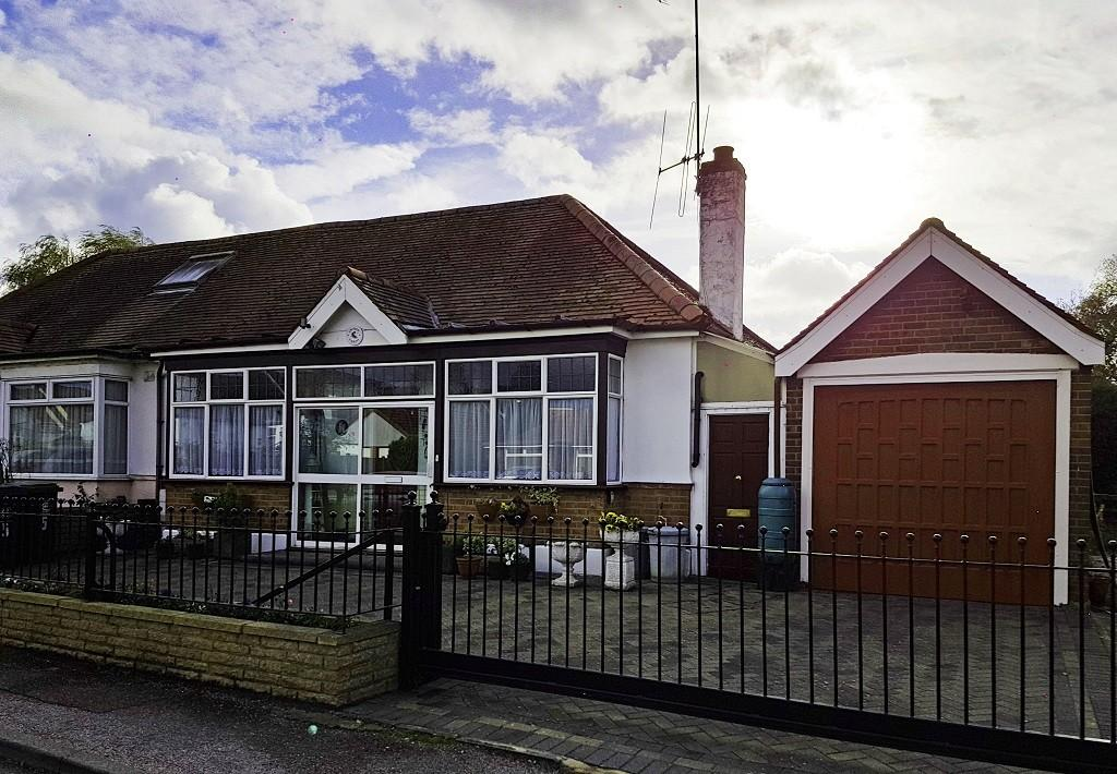 1 Bedroom Semi Detached Bungalow for sale in Bassett Gardens, North Weald Bassett