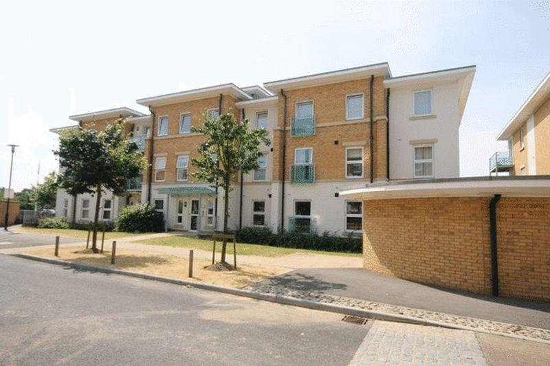 2 Bedrooms Apartment Flat for sale in HIGHBURY DRIVE, LEATHERHEAD