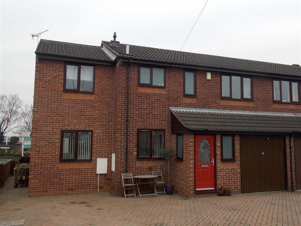 5 Bedrooms Semi Detached House for sale in Longdike Court, Kippax, LEEDS, LS25