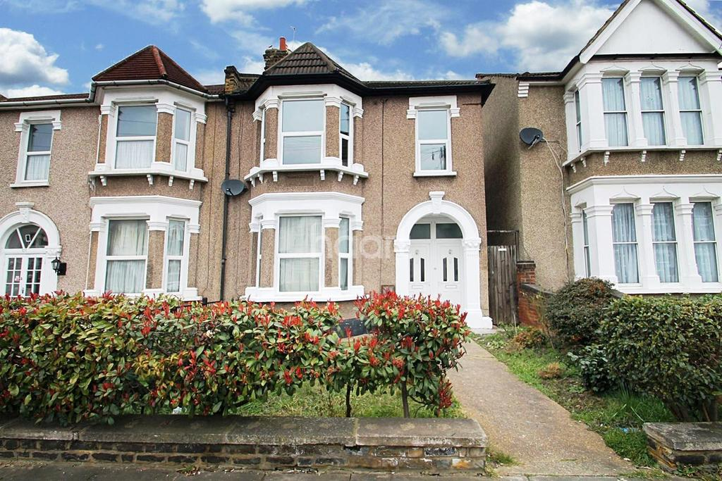 2 Bedrooms Flat for sale in Balfour Road, Ilford, Essex