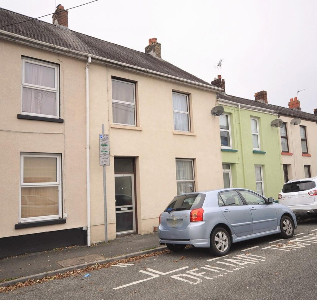 2 Bedrooms Terraced House for sale in 2 St.Davids Street, Carmarthen SA31 3DX
