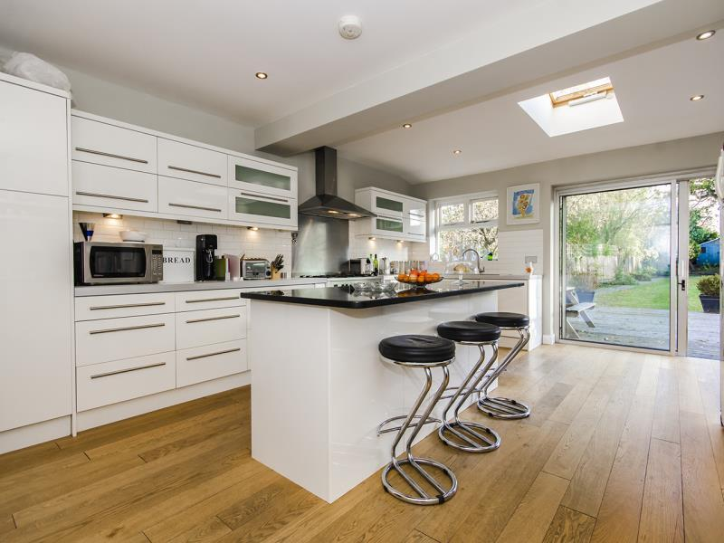 5 Bedrooms Semi Detached House for sale in Ringwood Estate, N2