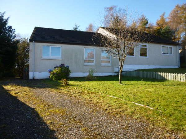 2 Bedrooms Semi Detached Bungalow for sale in 37 Cammesreinach Crescent, Hunters Quay, Dunoon, PA23 8JZ
