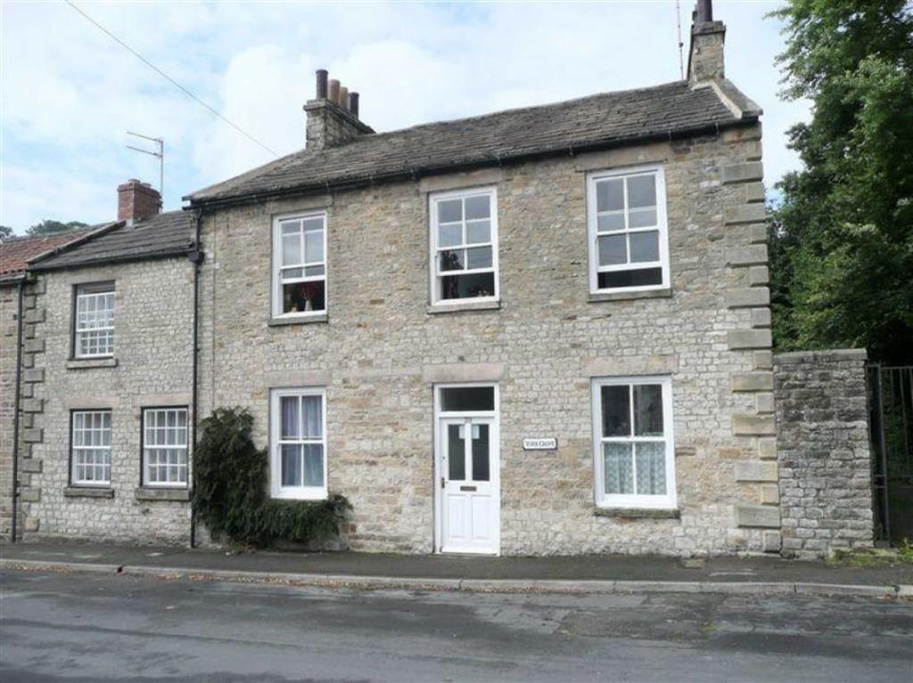 Yorkshire Terrace: The Green, Richmond, North Yorkshire 3 Bed End Of Terrace