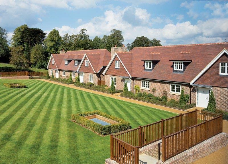 4 Bedrooms Detached House for sale in The Ridgeway, NW7