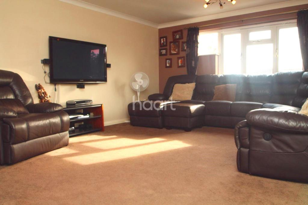 4 Bedrooms Detached House for sale in Hillcrest View, Basildon