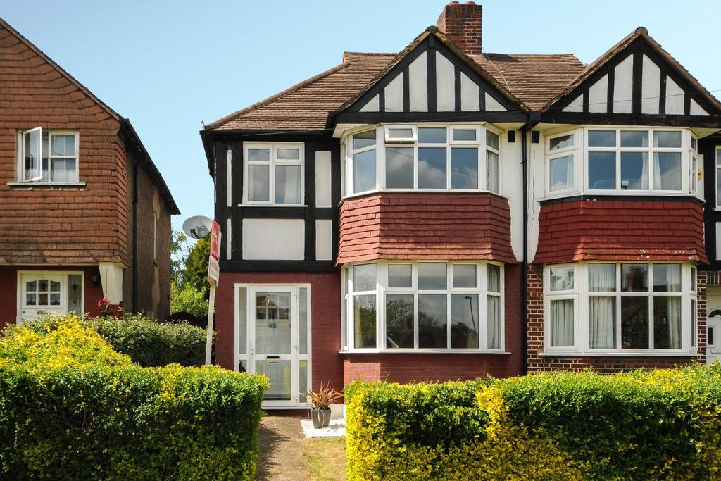 3 Bedrooms Semi Detached House for sale in Jevington Way, Lee, SE12
