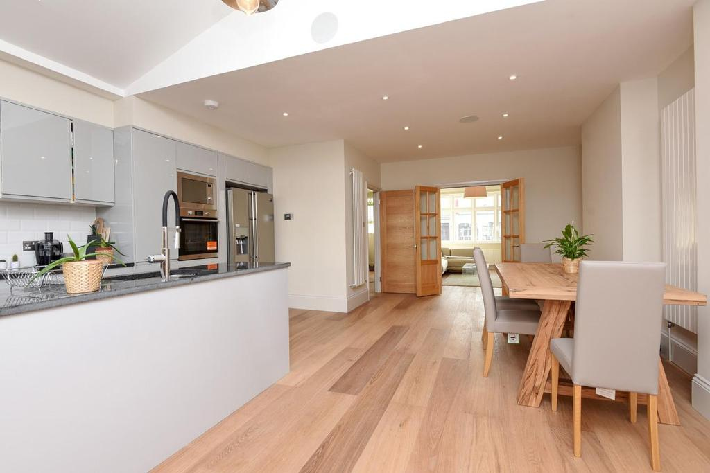 4 Bedrooms Terraced House for sale in Streatham Road, Furzedown, SW16