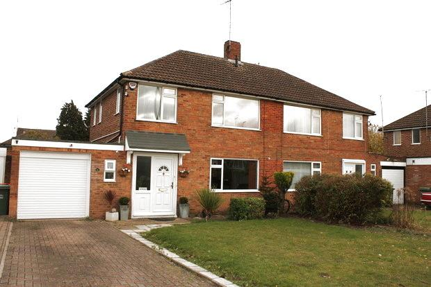 3 Bedrooms Semi Detached House for sale in Calcutt Close, Dunstable, LU5