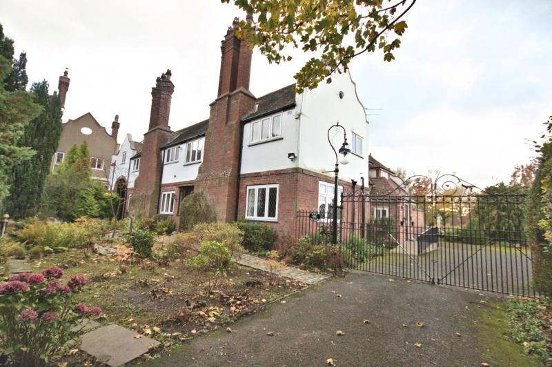 4 Bedrooms Detached House for sale in Birch Cottage, London Road South, Poynton, SK12