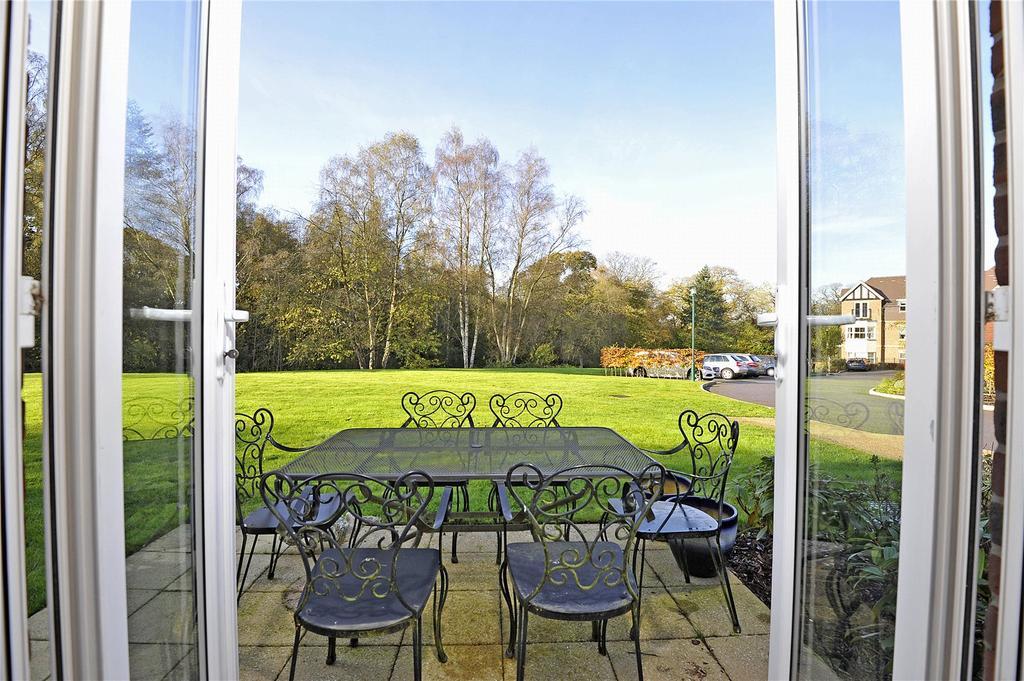 2 Bedrooms Retirement Property for sale in Bramshott Place, Tudor Court, Bramshott Place, Liphook, GU30
