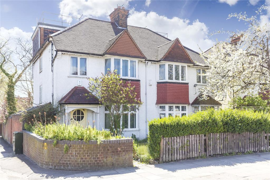 Detached House for sale in Gunnersbury Lane, Acton, London, W3