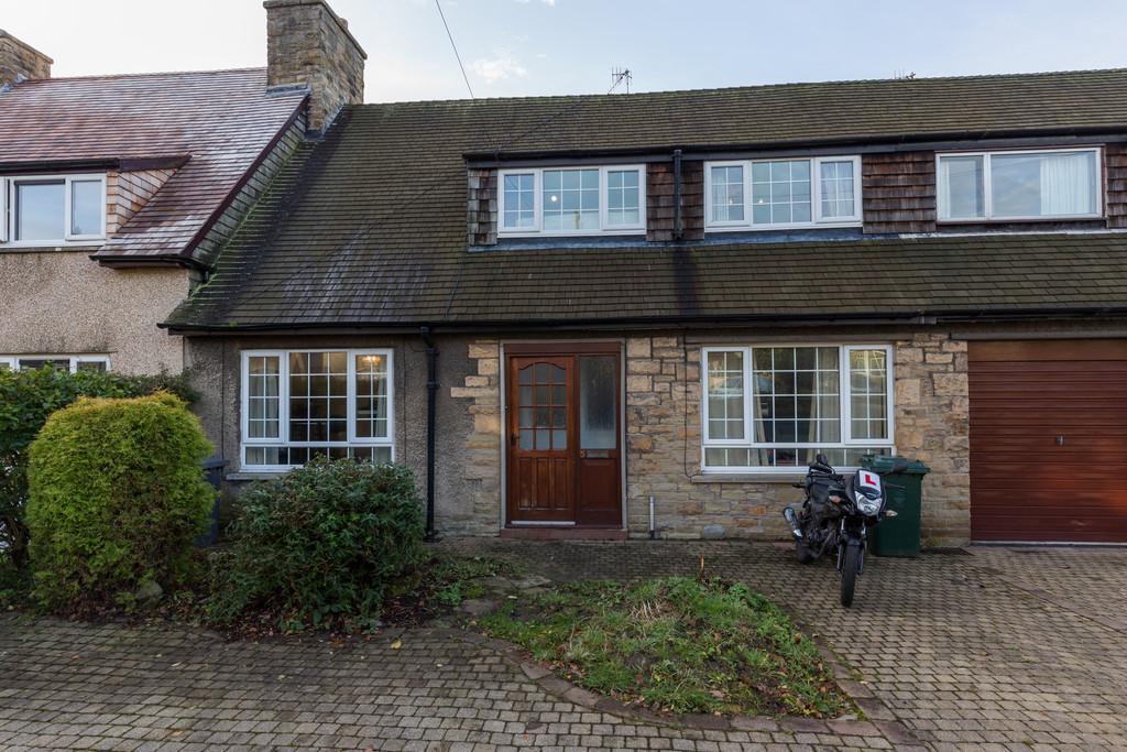4 Bedrooms Terraced House for sale in 5 Hornby Bank, Hornby, Lancaster, LA2 8LQ