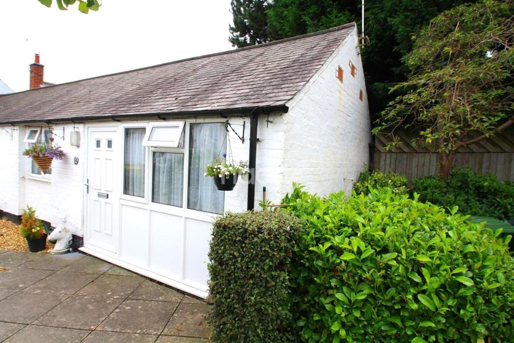 1 Bedroom Bungalow for sale in Cliffe House Mews, High Street, Whetstone