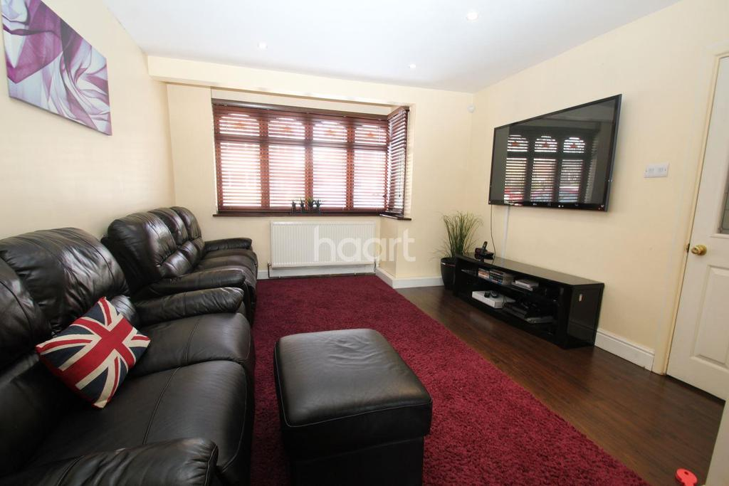 3 Bedrooms End Of Terrace House for sale in Grays End Close, Grays, RM17