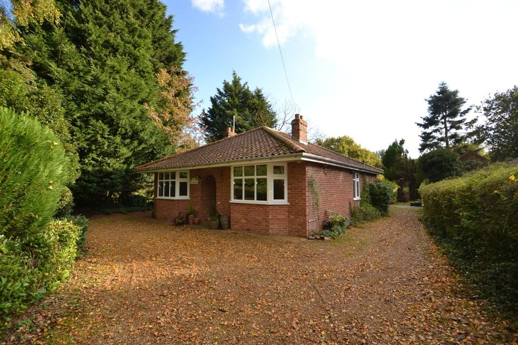 3 Bedrooms Detached Bungalow for sale in Rectory Road, Weston Longville