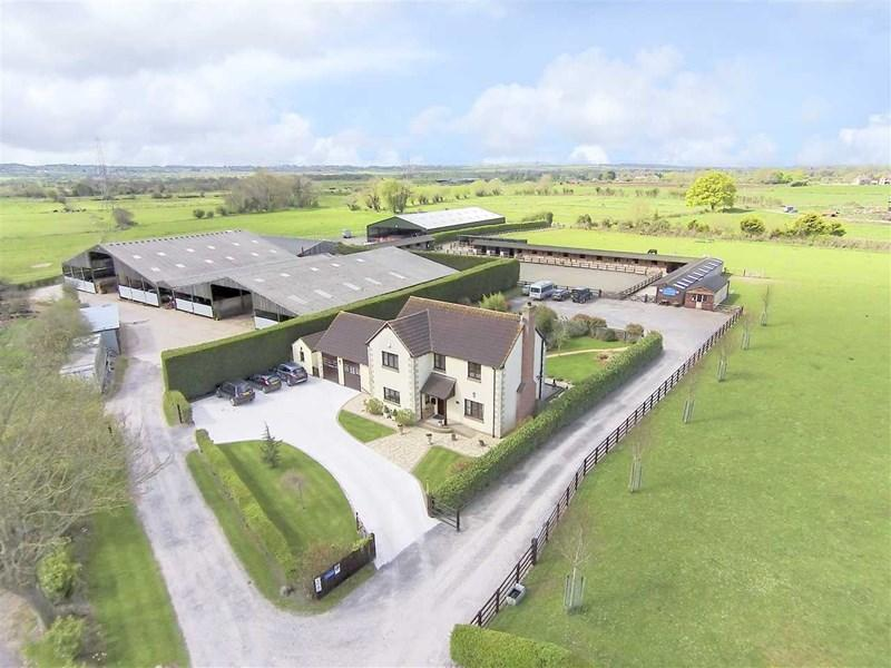 4 Bedrooms Equestrian Facility Character Property for sale in Burtle Road, Burtle