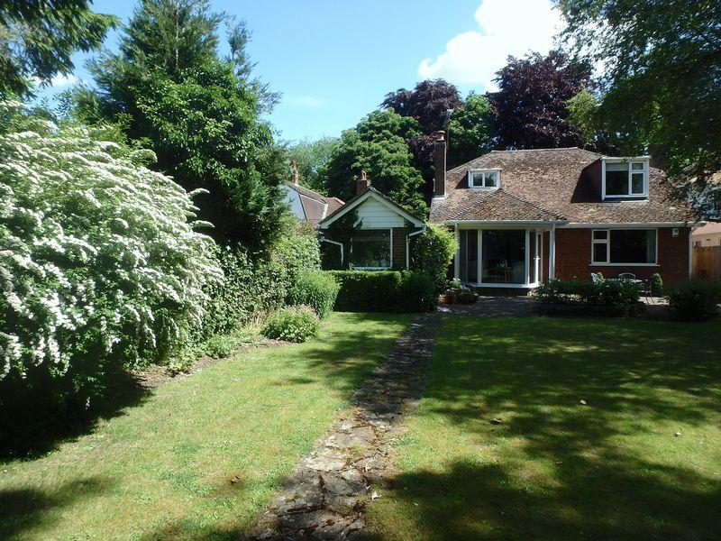 4 Bedrooms Chalet House for sale in Reigate Road, Epsom