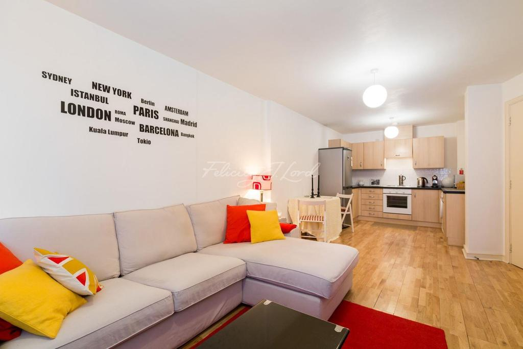 1 Bedroom Flat for sale in Salamanca Place, Albert Embankment SE1