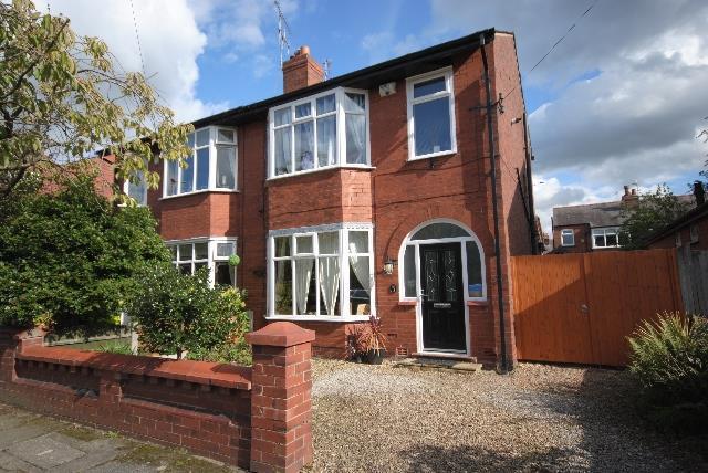 3 Bedrooms Semi Detached House for sale in Eskdale Avenue, Swinley