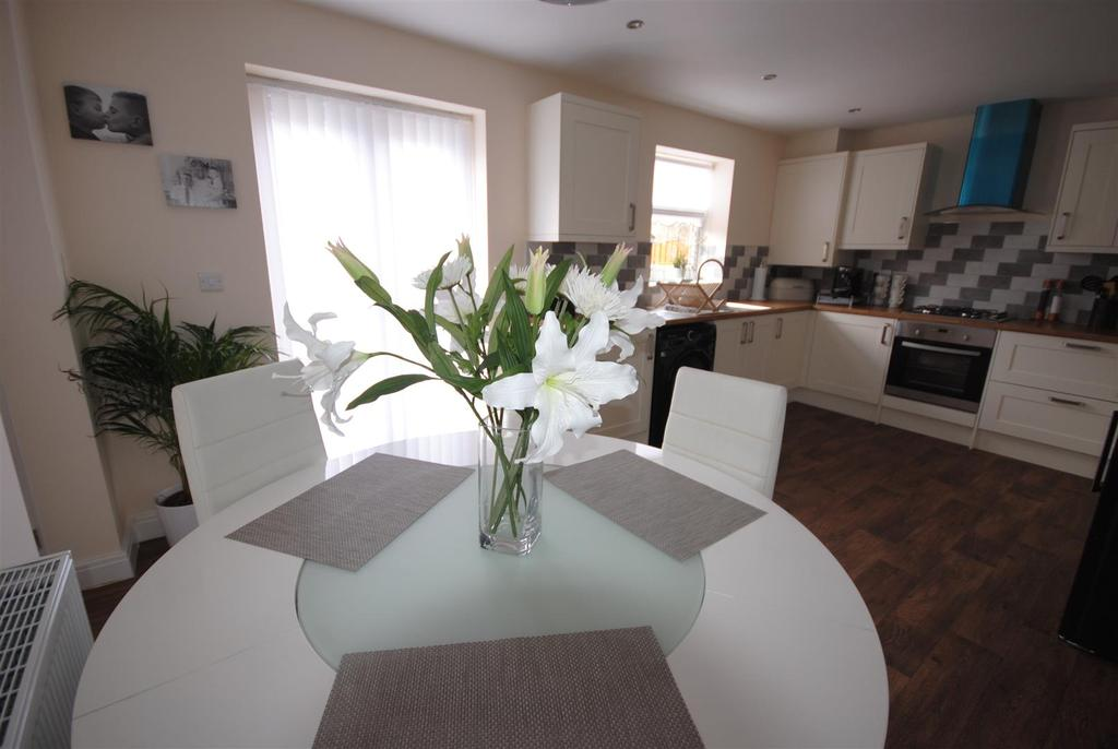 3 Bedrooms Semi Detached House for sale in Tunstall Lane, Pemberton