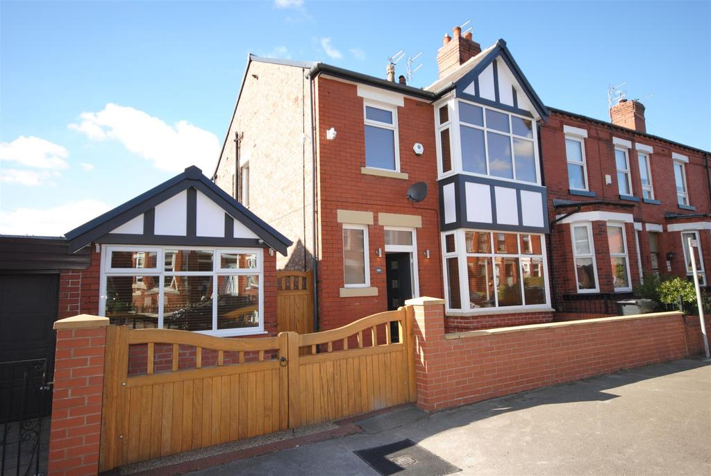 3 Bedrooms Terraced House for sale in Avondale Road, Swinley, Wigan.