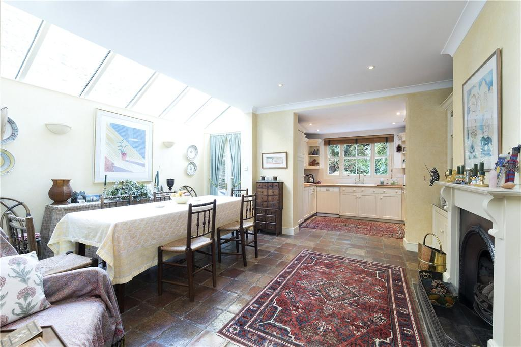 3 Bedrooms Terraced House for sale in Guion Road, London