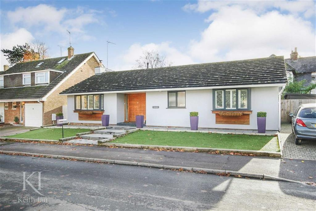 3 Bedrooms Detached Bungalow for sale in Bowlers Mead, Buntingford