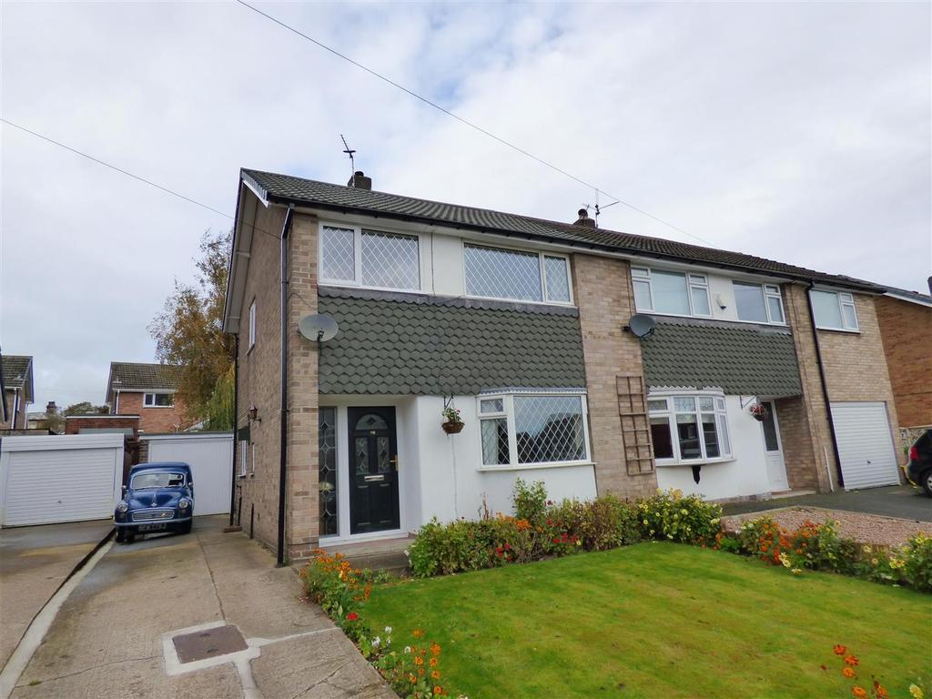 3 Bedrooms Semi Detached House for sale in West Royd Avenue, Mirfield