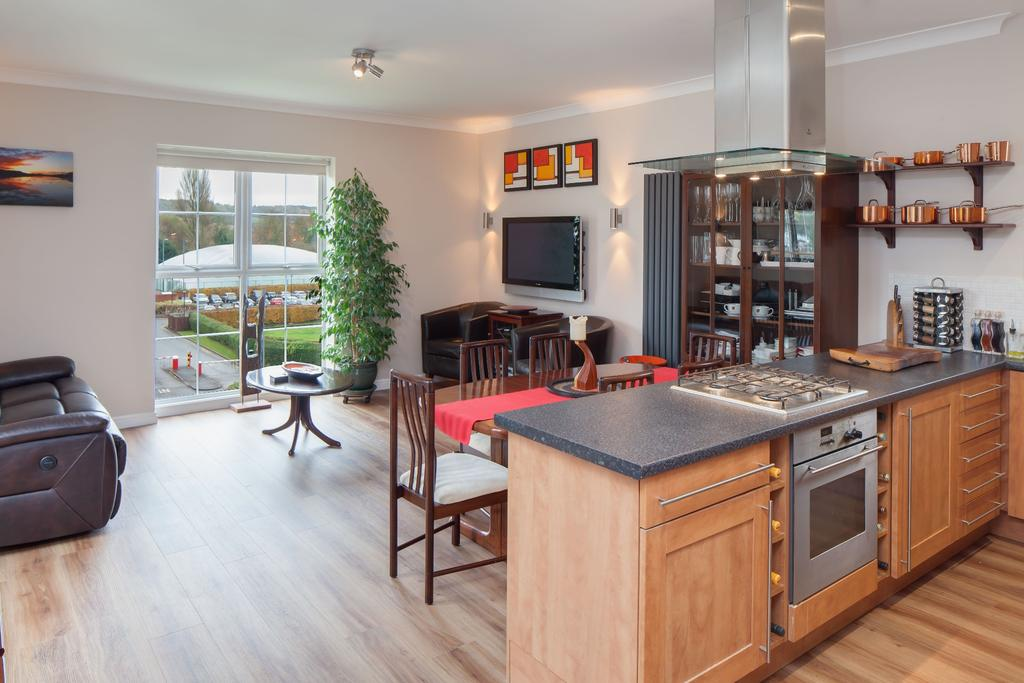 3 Bedrooms Penthouse Flat for sale in Wooburn Green