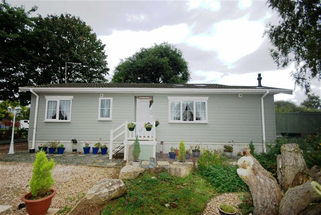 2 Bedrooms Detached Bungalow for sale in Elm Drive, Tattershall Lake Country Park, Tattershall