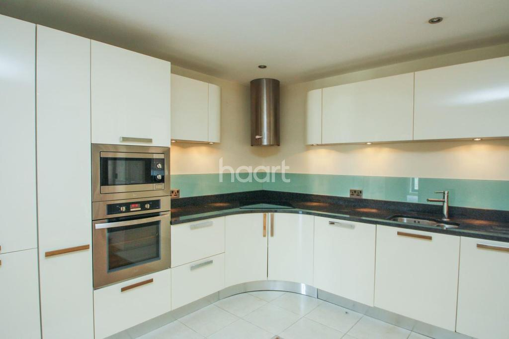 2 Bedrooms Flat for sale in St James Court, 41 Grand Parade