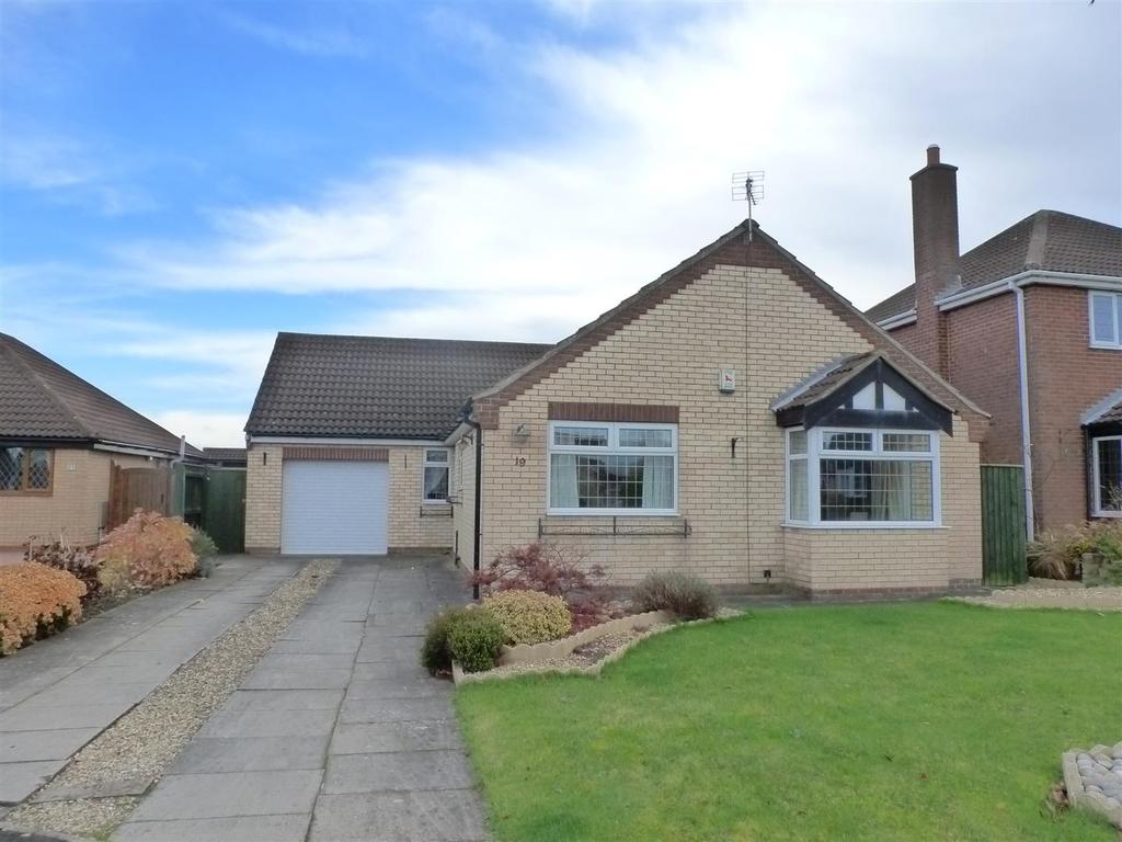 3 Bedrooms Bungalow for sale in Cotham Gardens, Keelby, Grimsby