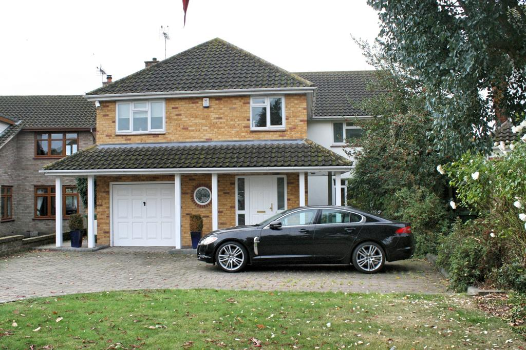 5 Bedrooms Detached House for sale in Daws Heath