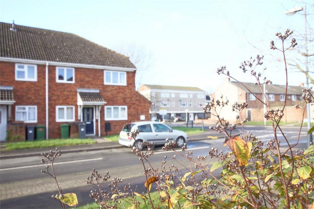 2 Bedrooms Maisonette Flat for sale in Chesford Crescent, Warwick