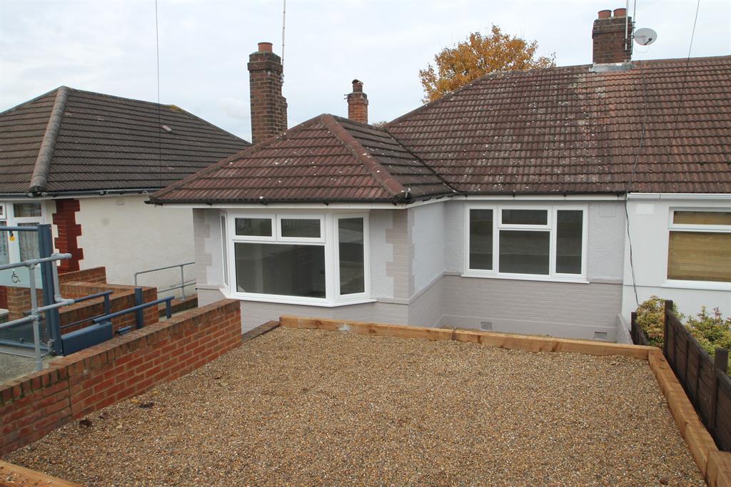 2 Bedrooms Semi Detached Bungalow for sale in Matfield Road, Belvedere, Kent, DA17 6LT
