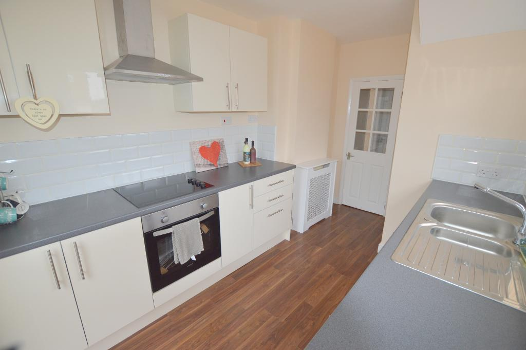 3 Bedrooms Semi Detached House for sale in Lyneham Road, Vauxhall Park, Luton, LU2 9JT