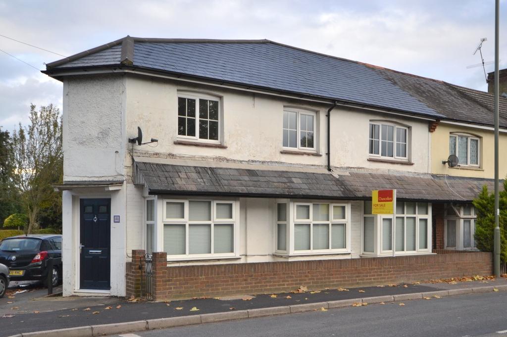 2 Bedrooms Maisonette Flat for sale in Woking