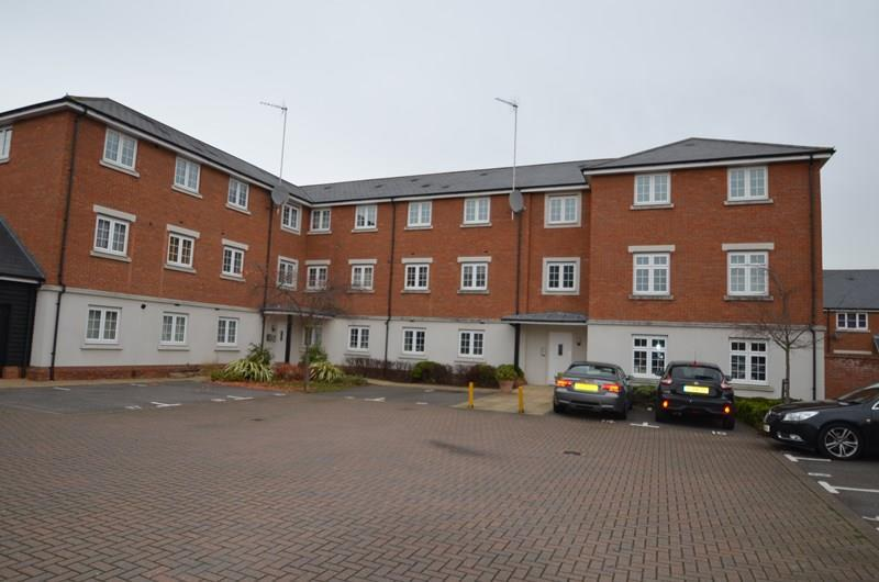 2 Bedrooms Apartment Flat for sale in Salisbury Close, Rayleigh
