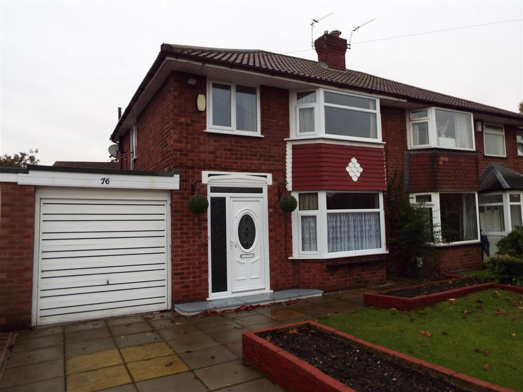 3 Bedrooms Semi Detached House for sale in Queensway, Heald Green