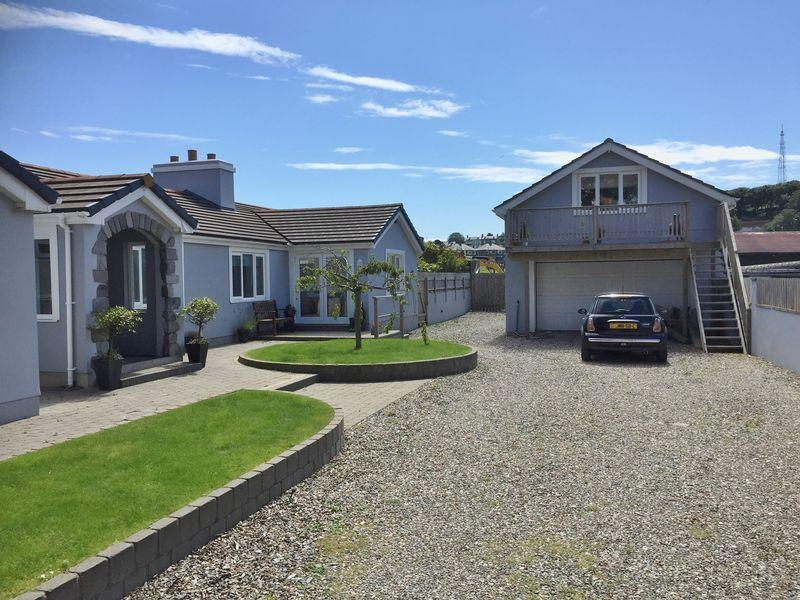 5 Bedrooms Detached Bungalow for sale in Station Road, Port St Mary