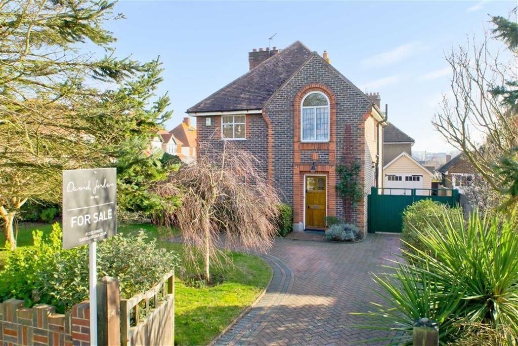 3 Bedrooms Detached House for sale in Belgrave Road, Seaford, East Sussex