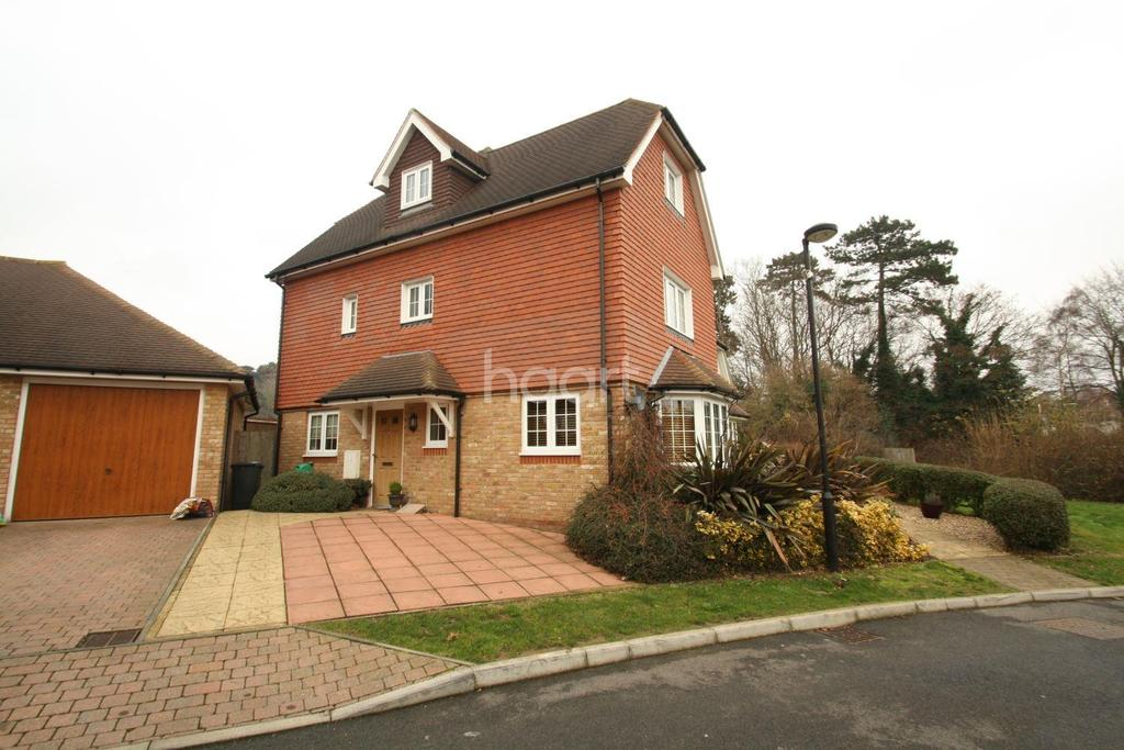 4 Bedrooms Semi Detached House for sale in Astor Park, Maidstone