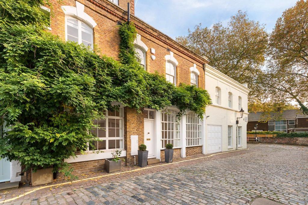 2 Bedrooms House for sale in Ennismore Gardens Mews, Knightsbridge, London
