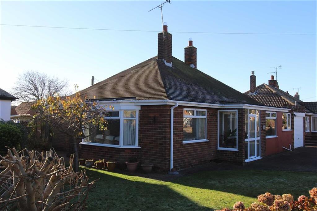 2 Bedrooms Detached Bungalow for sale in Beech Avenue, Flamborough, East Yorkshire, YO15