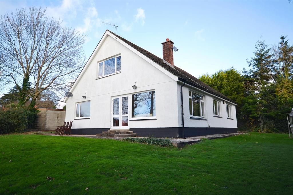 3 Bedrooms Detached Bungalow for sale in Pembroke