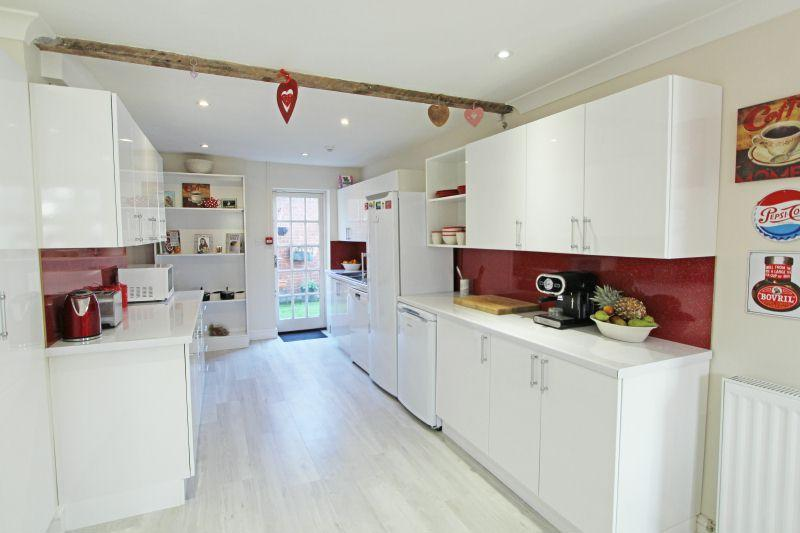 4 Bedrooms Maisonette Flat for sale in High Street, Sidmouth