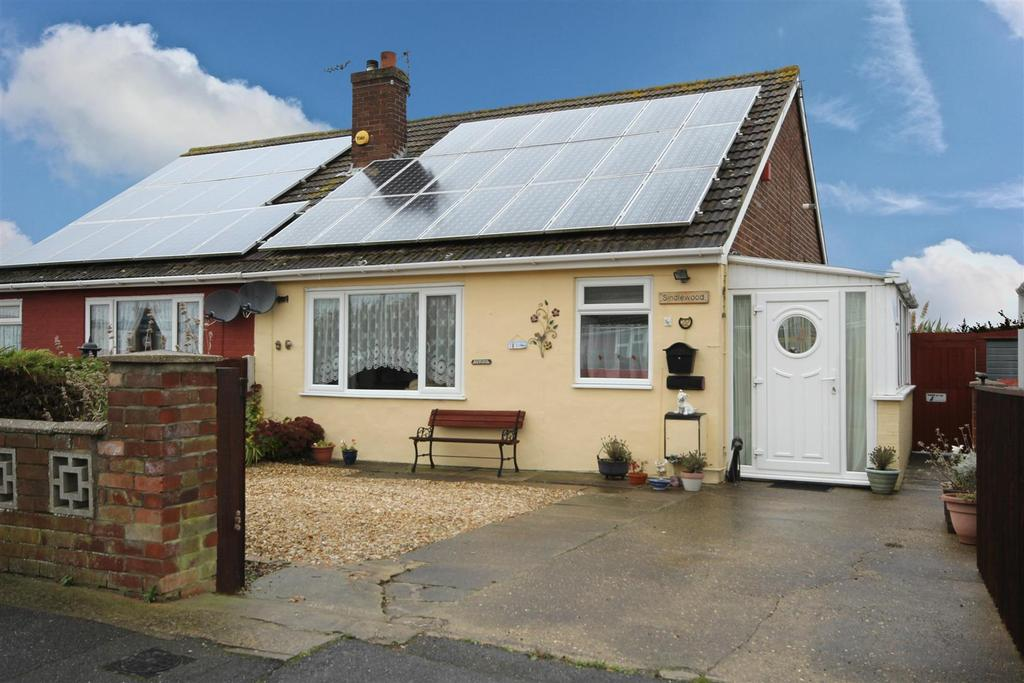 2 Bedrooms Semi Detached Bungalow for sale in 22 Links Avenue, Mablethorpe