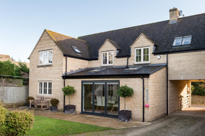 4 Bedrooms Detached House for sale in Field House, The Paddocks, Aston, Bampton, Oxfordshire
